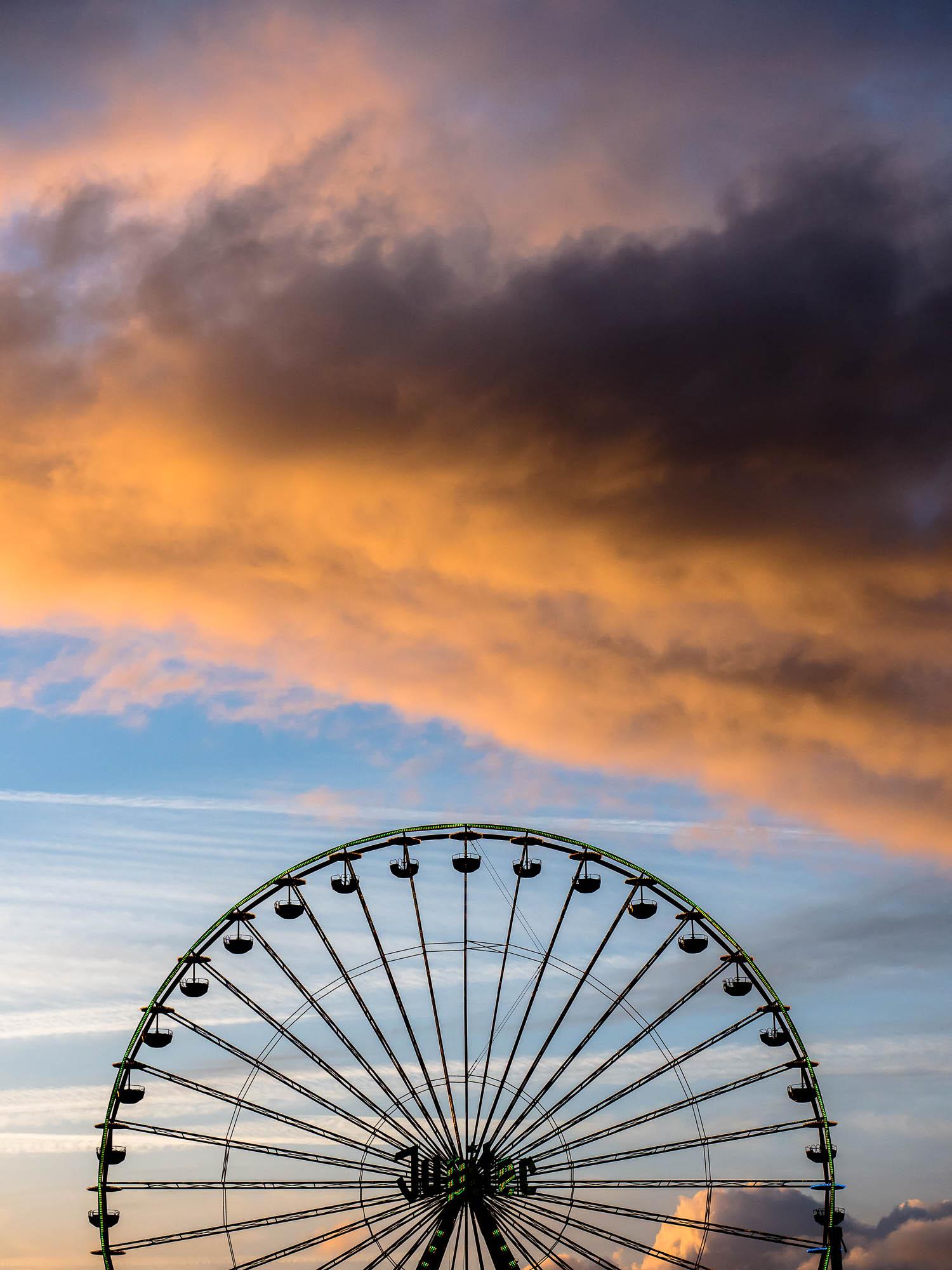 Riesenrad vor Sonnenuntergang